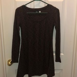 Light weight sweater with cute flow at bottom